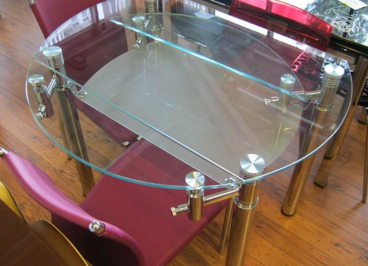 Раздвижной стеклянный стол.