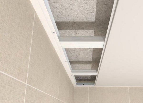 Монтаж панелей пвх потолка в ванной своими руками видео