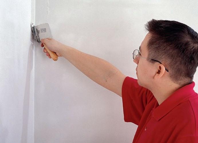 Как выровнять углы стен своими руками: инструкция и видео