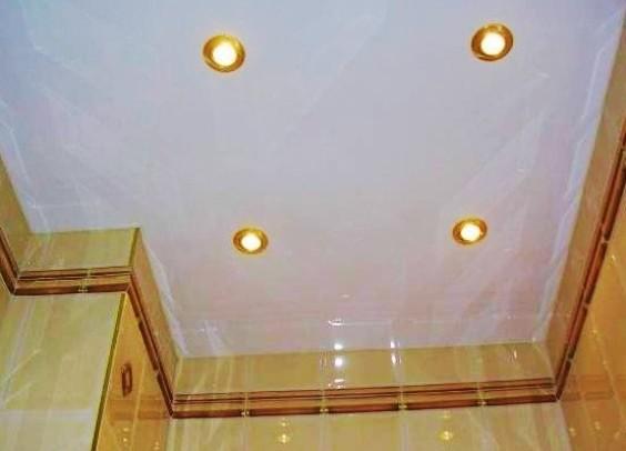 Пластиковый потолок в туалете своими руками 22