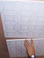Как поклеить потолочную плитку?