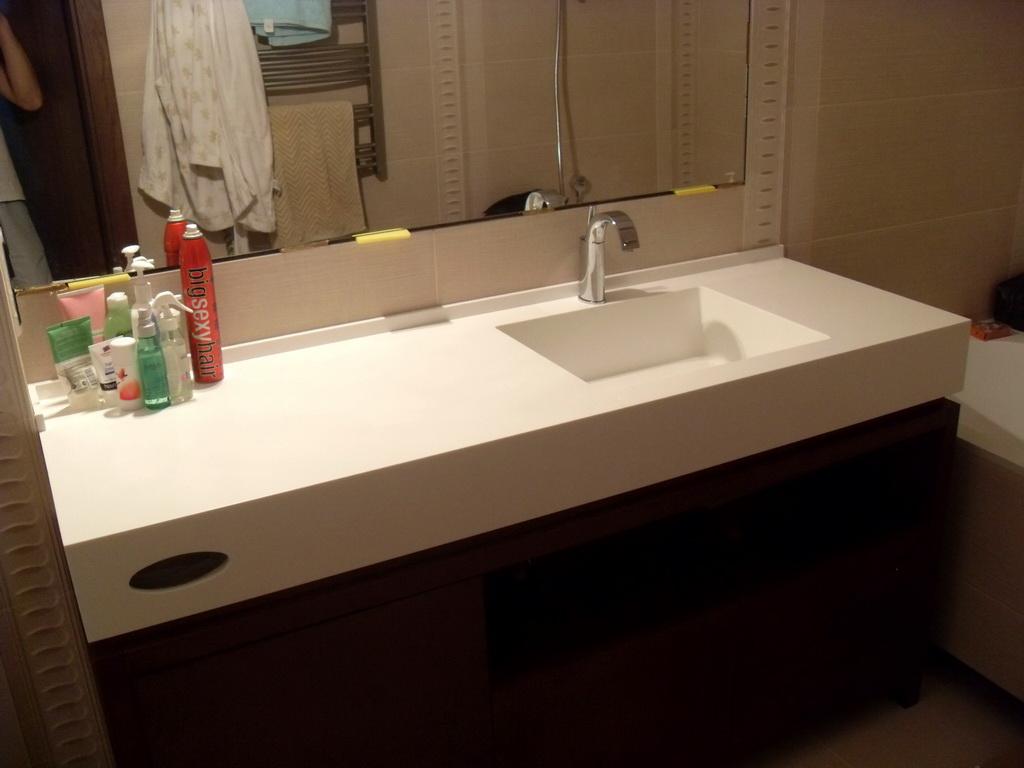 Столешница с раковиной в ванную