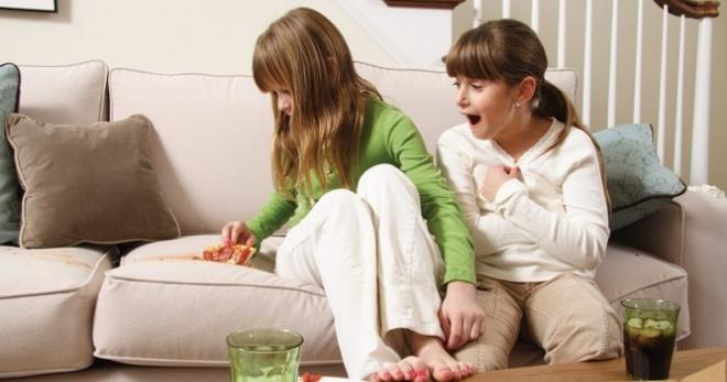 Как очистить диван - секреты очистки современных мебельных обивок
