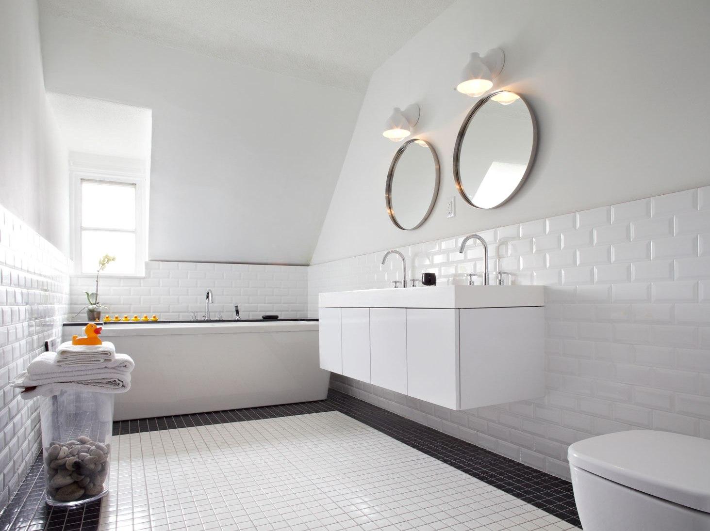 Белая плитка в ванную