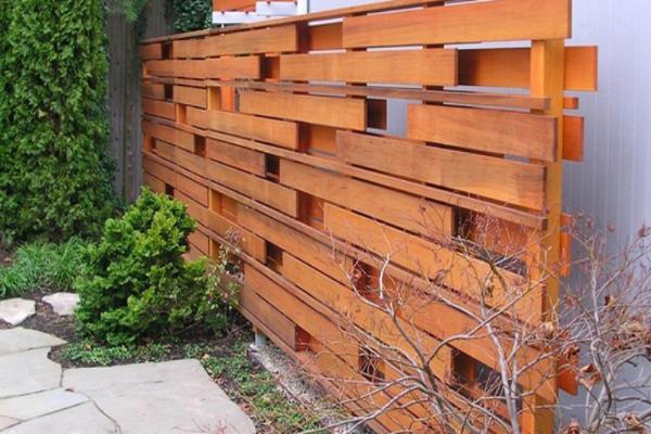 фото красивый забор из дерева