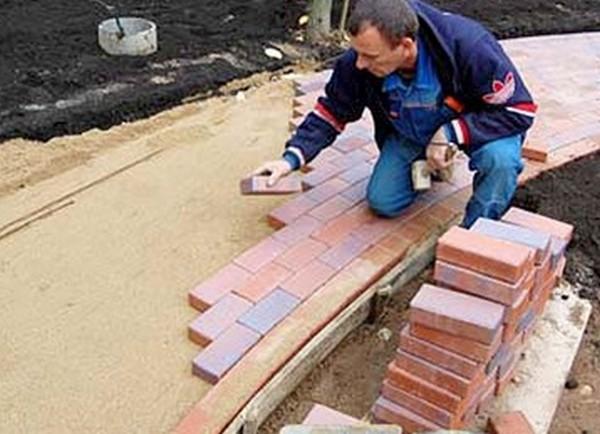 Как положить тротуарную плитку в саду своими руками фото 197