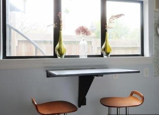 Купить складной маленький стол на балкон.