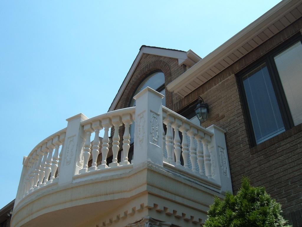 Ограждения для балкона в загородный дом.