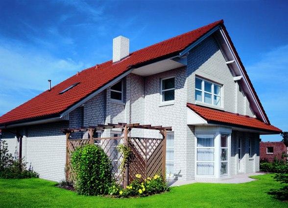 Дизайн дом с красной крышей