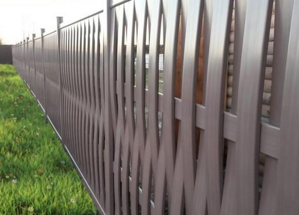 Забор из пластика плетеный