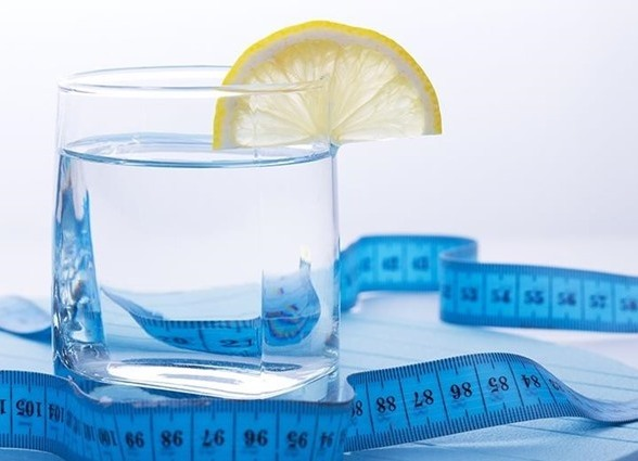 Află câtă apă trebuie să bei zilnic în funcţie de greutatea corporală