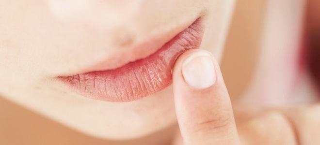 почему отвисла нижняя губа