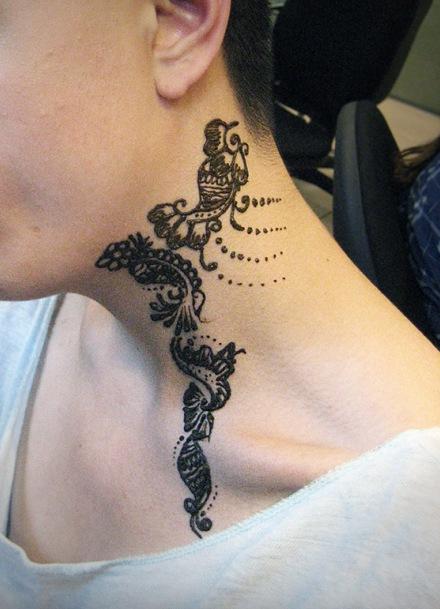 рисунки на шее хной фото