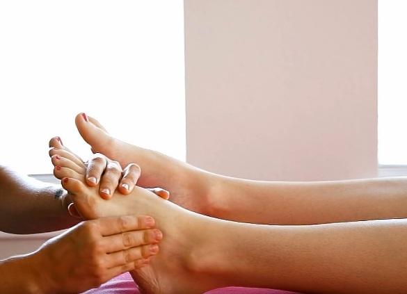 Как делать массаж от косточки на ноге техника и советы