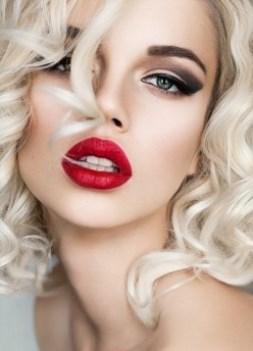 красная помада для блондинок с голубыми глазами