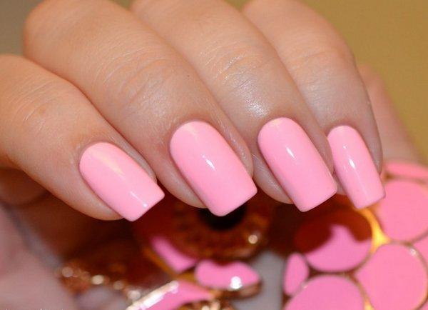 Красивый ярко-розовый маникюр фото
