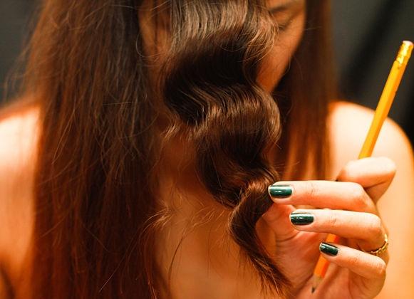 Как закручивать волосы на карандаш