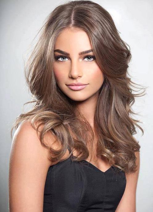 Красивый русый светлый цвет волос