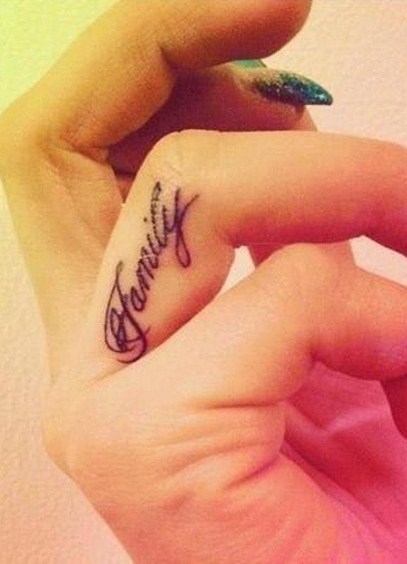 фото тату на безымянном пальце руки
