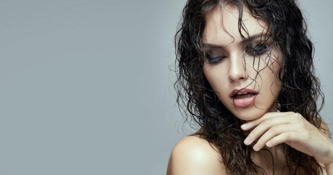 Эффект мокрых волос – средства для мокрой укладки и варианты причесок