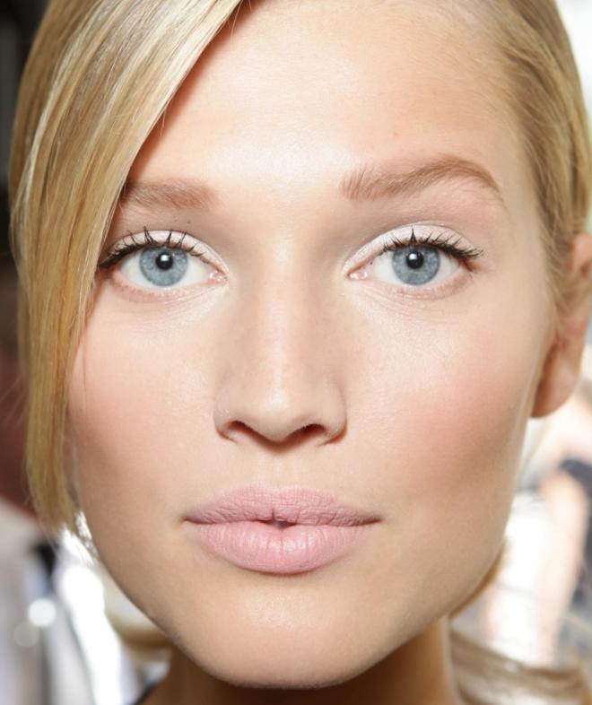 Легкий макияж для голубых глаз 2