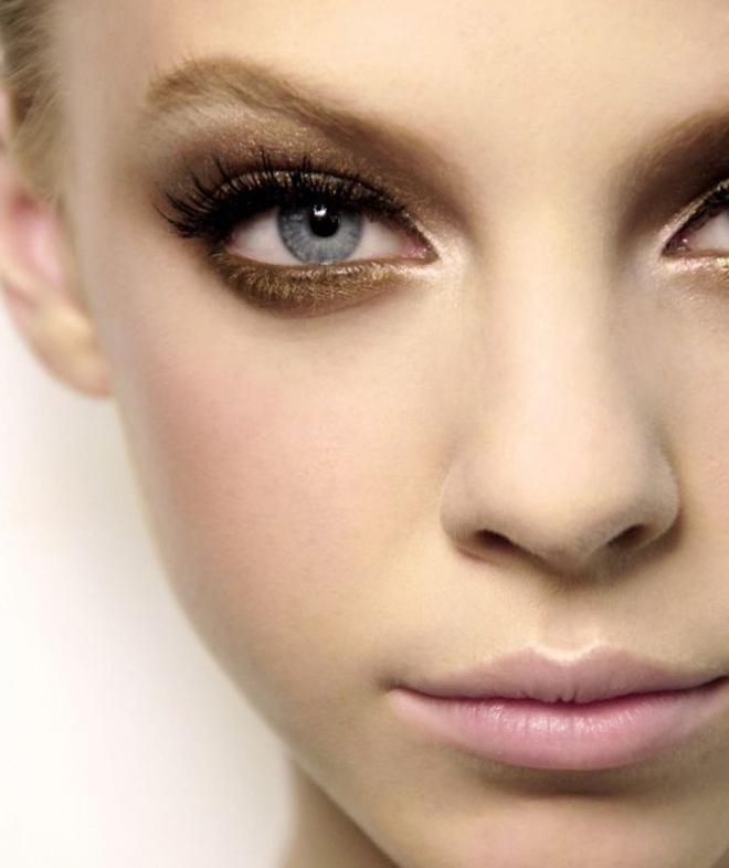 Макияж для голубых глаз и русых волос 2
