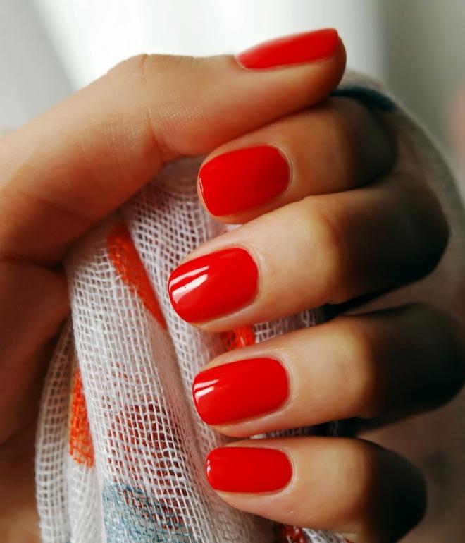 маникюр на короткие ногти красным гель лаком 1