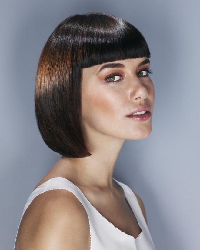 Прическа на волосы средней длины с челкой