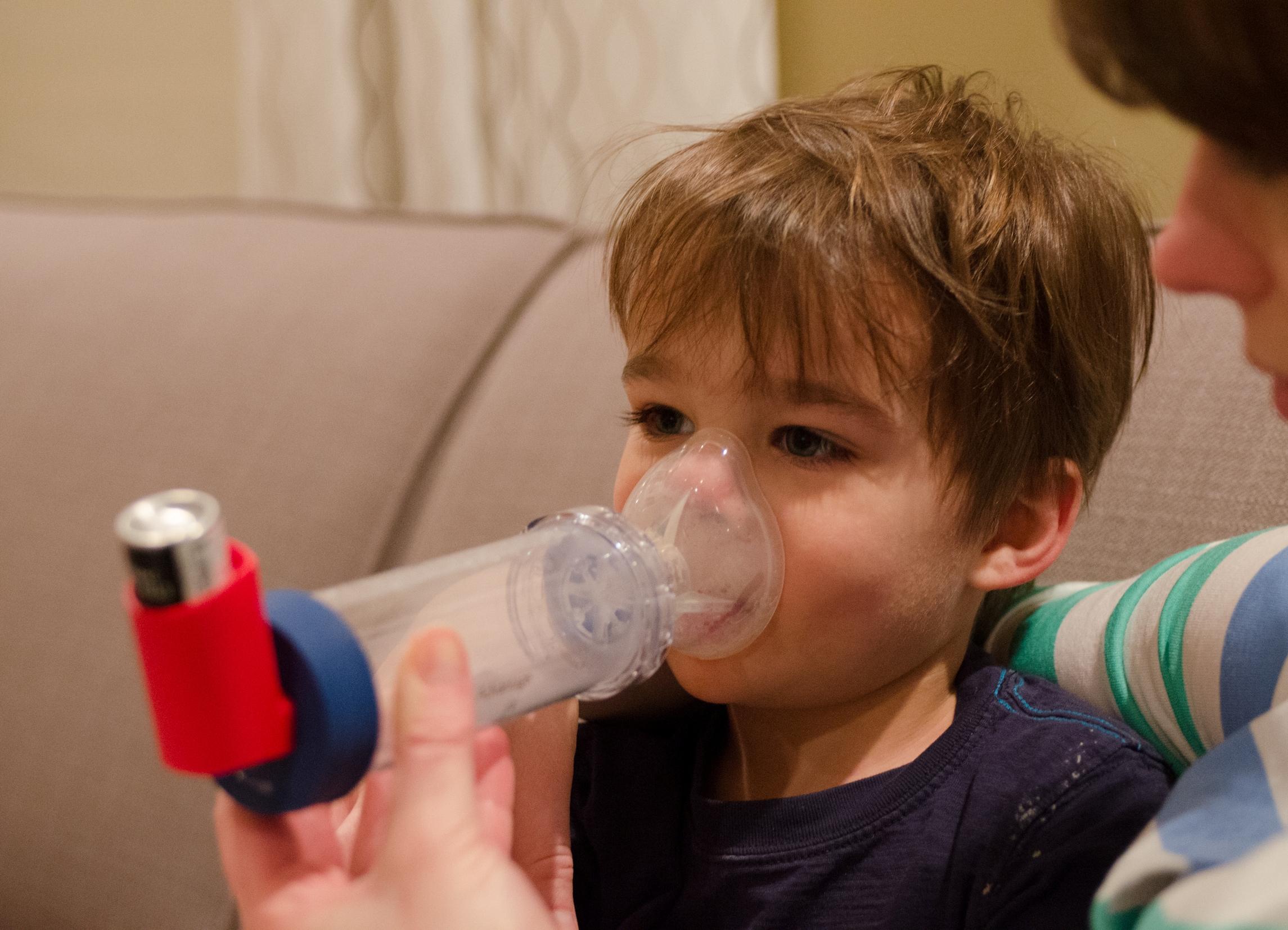 Лечение ларинготрахеита в домашних условиях: что 85