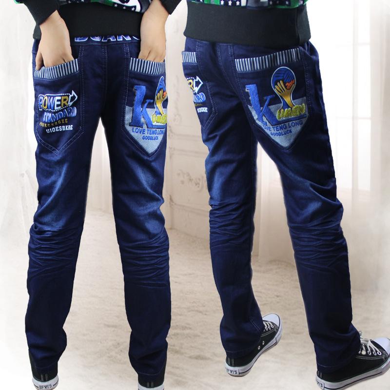Ученица в обтягивающих джинсах