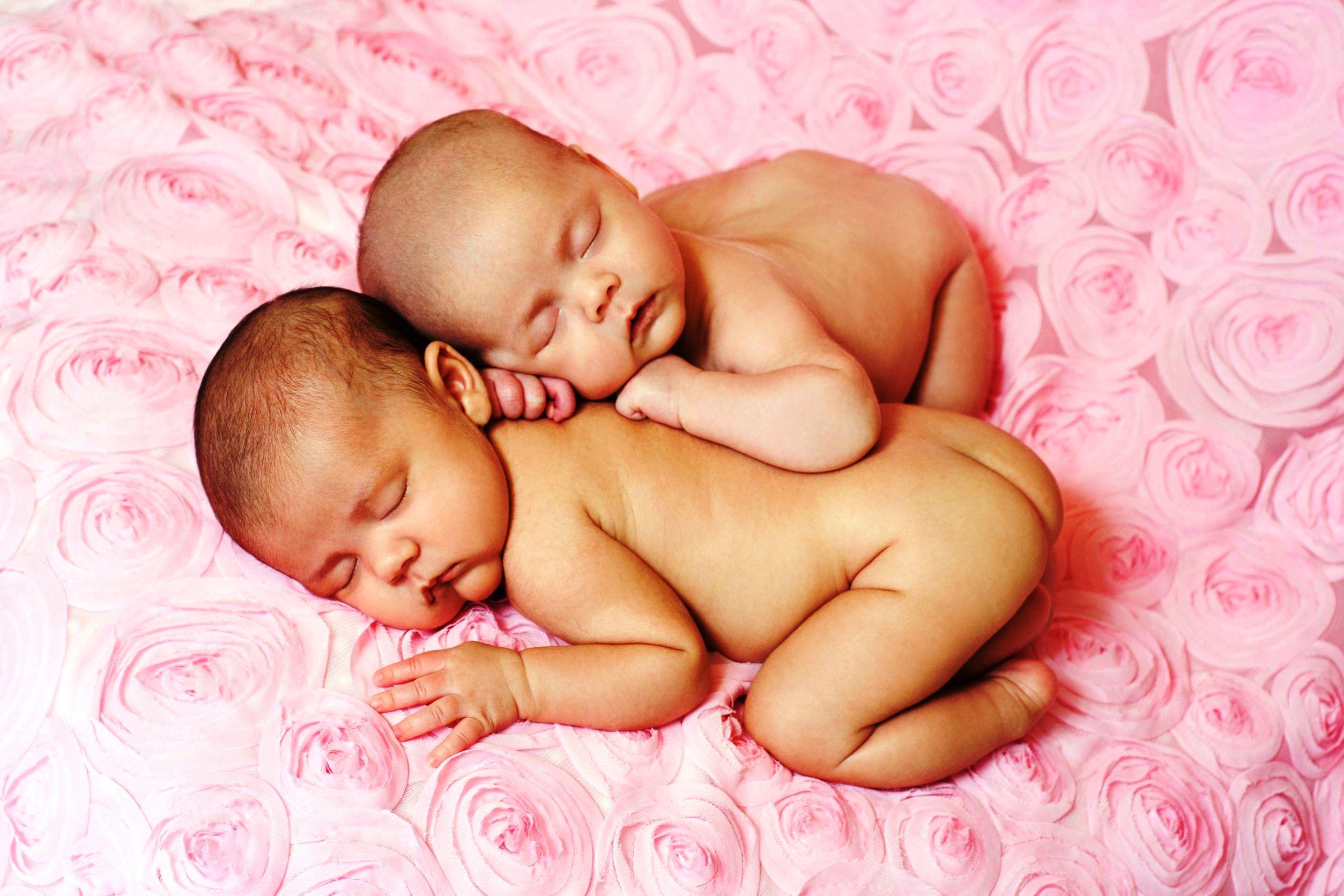Двойняшки фото в животе