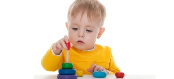 Как научить ребенка собирать пирамидку?
