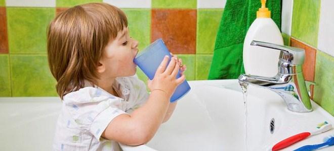 Чем полоскать горло при детям в домашних условиях