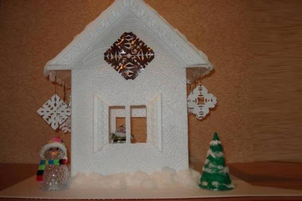 Дом своими руками из потолочной плитки