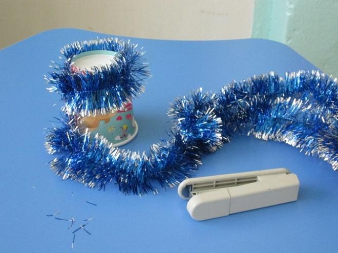 поделки из пластиковых стаканчиков на новый год10