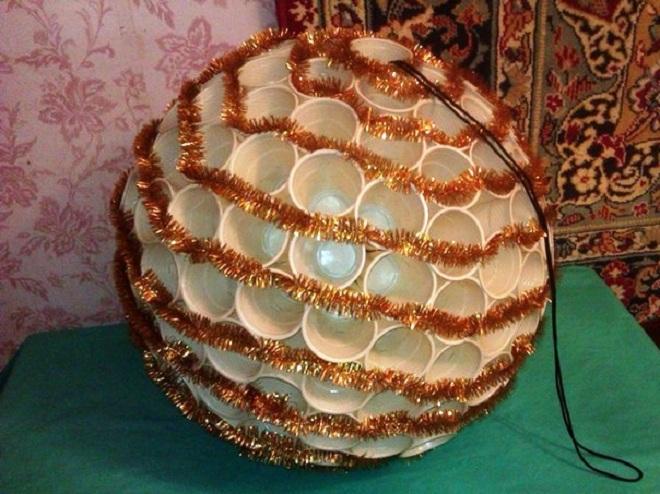 Большие новогодние шары своими руками на городскую елку