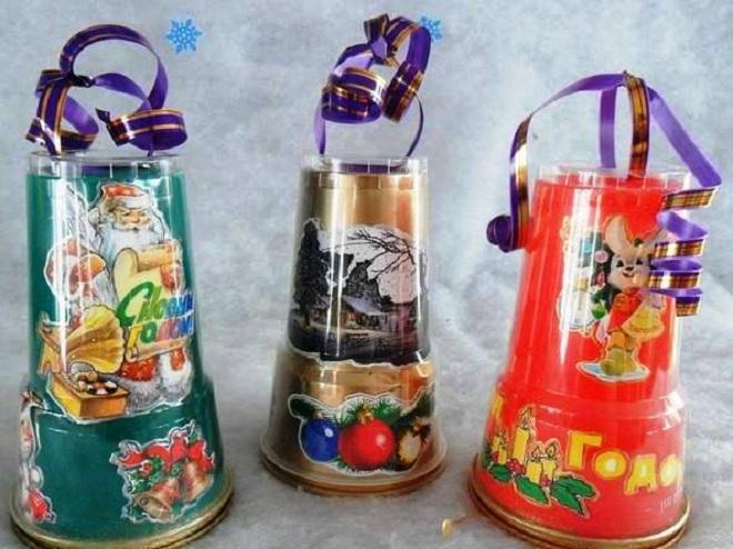 поделки из пластиковых стаканчиков на новый год29