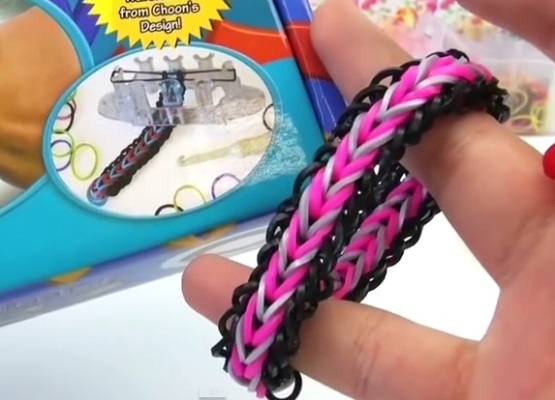 Плетение из резинок браслет на маленьком станке