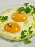 Как приготовить обычную яичницу?