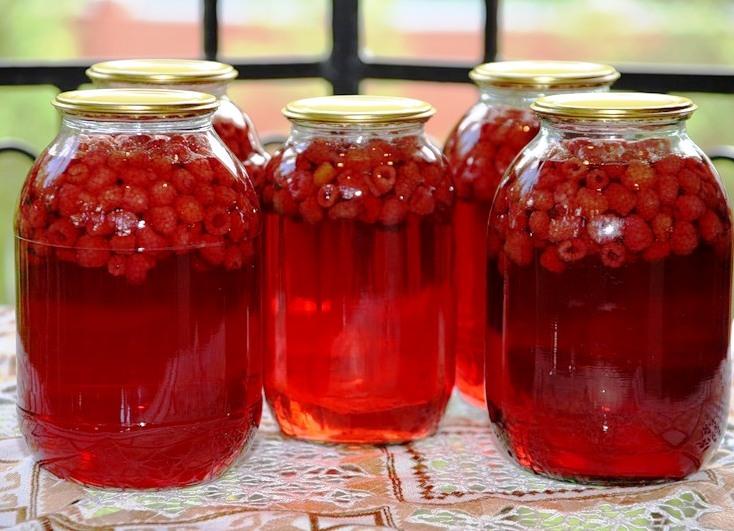 Компот из клубники и красной смородины на зиму