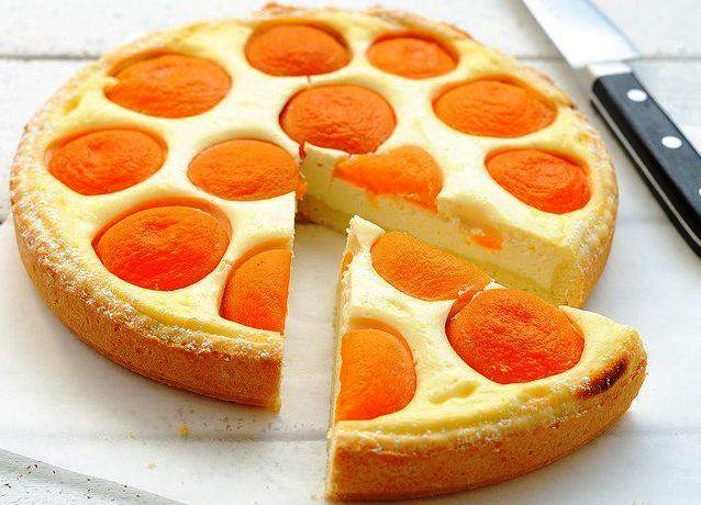 Пирог с творогом и консервированными персиками с