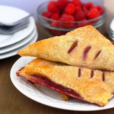 Слоеные пирожки с малиновым вареньем рецепт