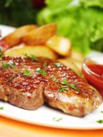 Как пожарить стейк из говядины на сковороде?