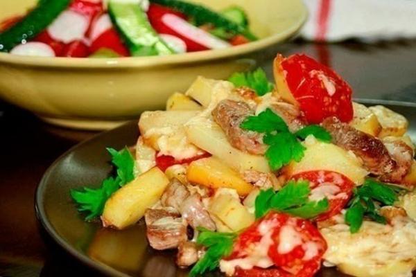 Мясо с картошкой и сыром и помидорами в духовке рецепт с пошагово