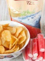 Салат с чипсами и крабовыми палочками