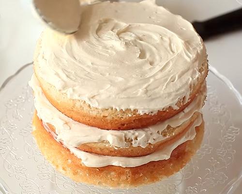 Как сделать крем для бисквитного торта из сливочного масла