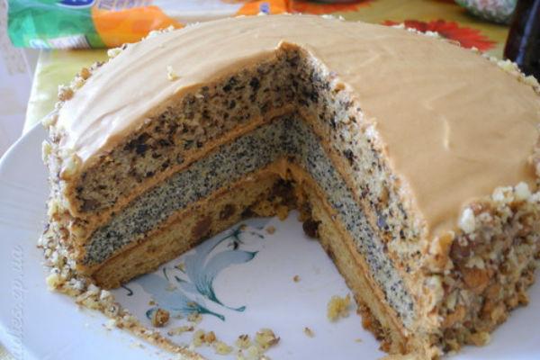 торт сказка с изюмом черносливом и орехом рецепт