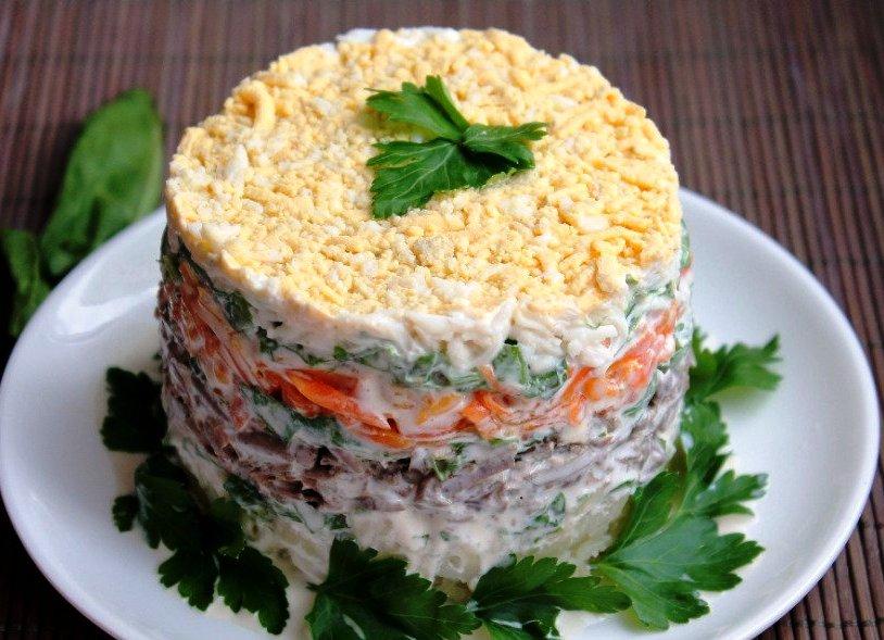 Салат из печени и овощей с