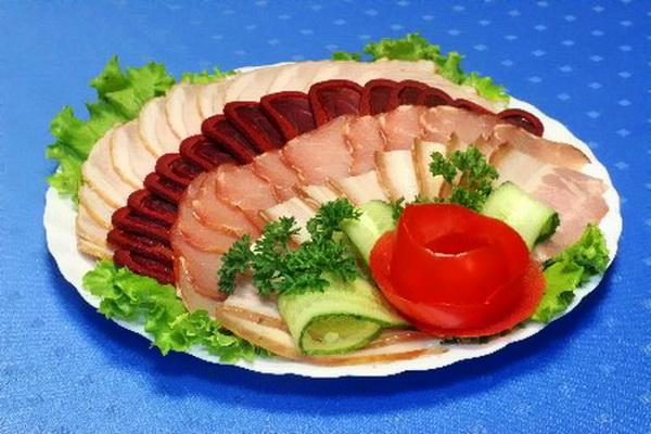 Нарезка колбасы на стол в домашних условиях