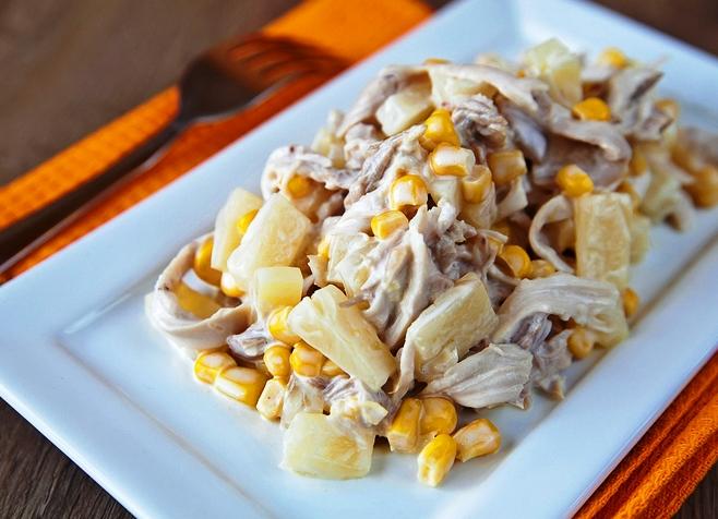 Салат из курицы с ананасом и грибами орехами
